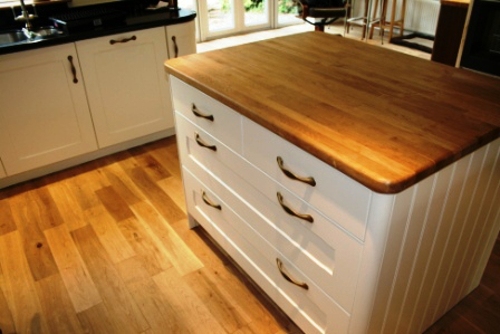 Coloured Lacquered Island With Solid Oak Top