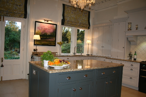 Contrasting Island With Beige Granite Worktop