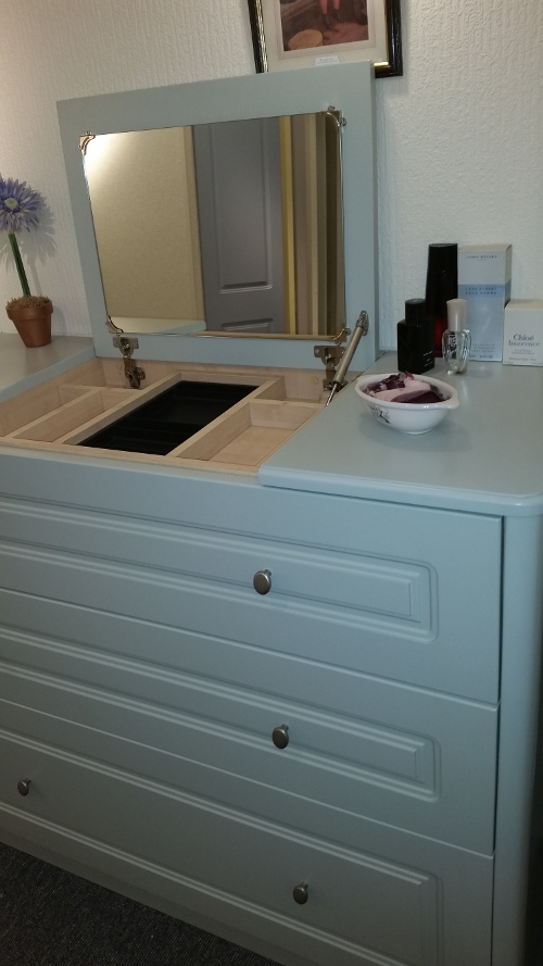 Drawer Chest With Mirror