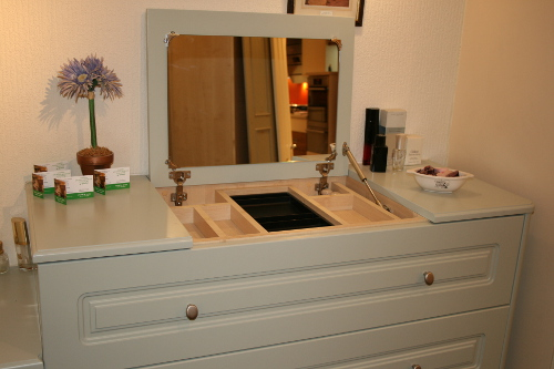 Lift Up Mirror Lid And Jewelry Drawer