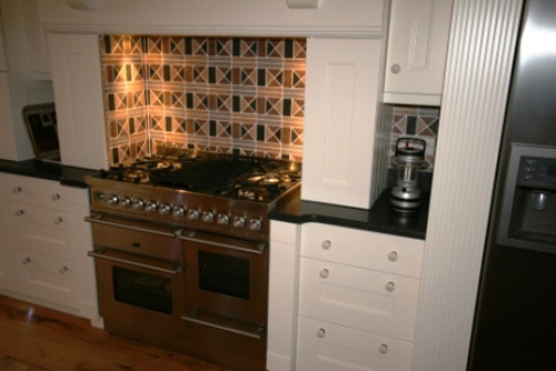 Range Cooker Flanked By Square Legs