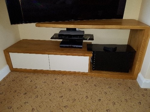 TV Unit With Handleless Drawers