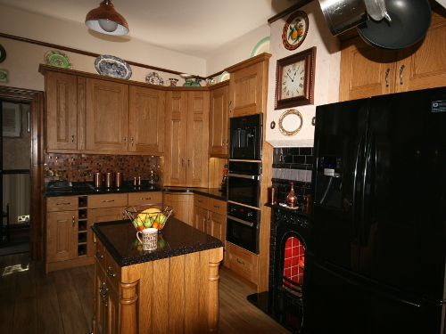 Traditional Stained Oak Kitchen