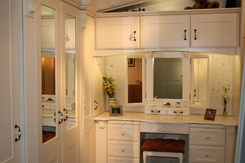 Triple Mirror With Vanity Unit And Stool